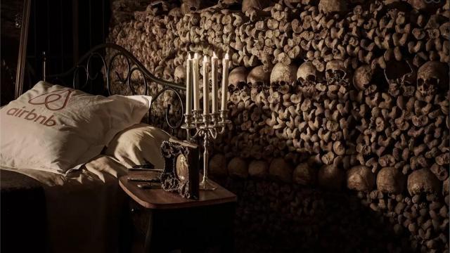 ne nuit pour deux dans les catacombes de Paris.