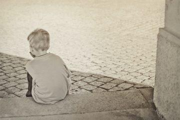 Une image contenant extérieur, personne, garçon, enfant Description générée automatiquement