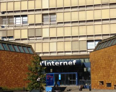 Une image contenant texte, bâtiment, extérieur, bâtiment gouvernemental Description générée automatiquement